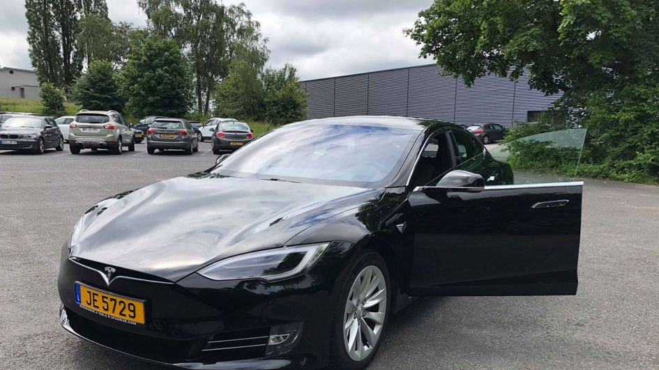 RTL - UFODrive Tesla rental has landed at Luxairport, we tested it